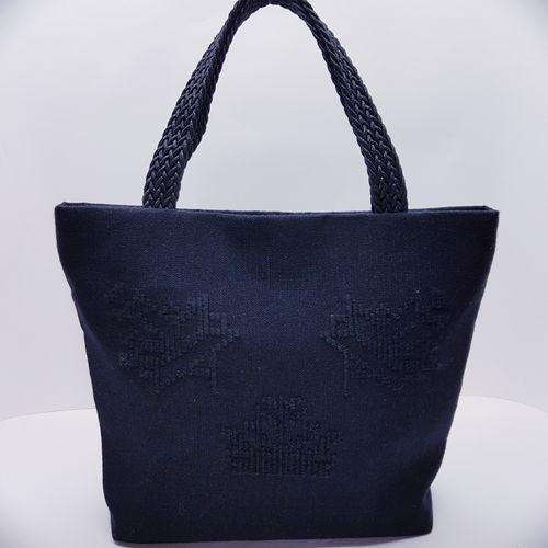Υφαντή τσάντα χειρός με κεντημένα μοτίφ