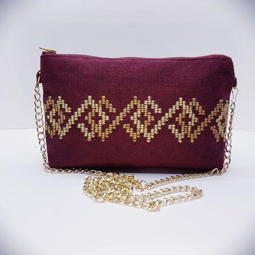 Υφαντή μπορντώ τσάντα με αλυσίδα και χρυσό κέντημα