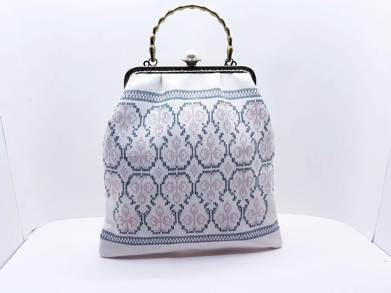Υφαντή τσάντα χειρός με κέντημα