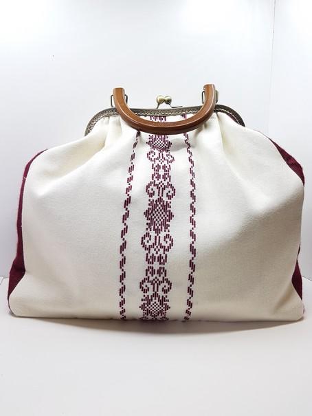Υφαντή τσάντα χειρός με κέντημα και πλαίσιο