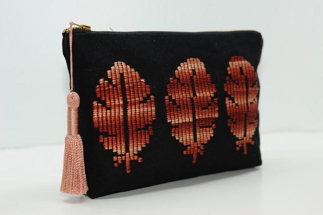 Υφαντή τσάντα με κέντημα φύλλων